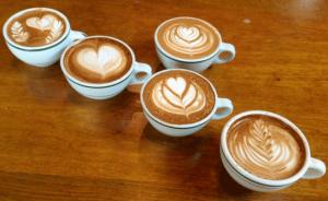 Вчені вирахували, скільки можна пити кави