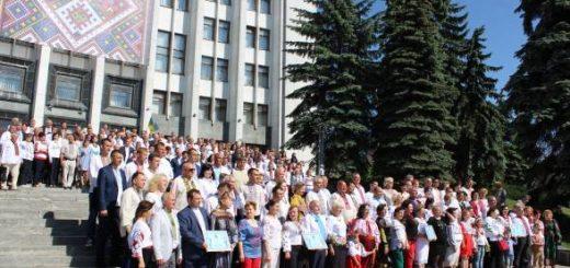 Одразу 350 депутатів у вишиванках зібрались у Тернополі і встановили рекорд 0343a44914ac4